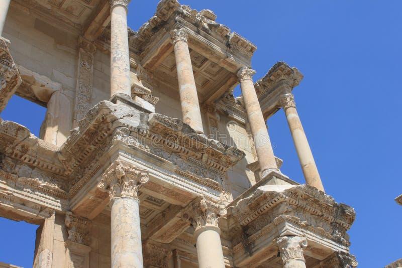 Biblioteca de Celsus en la ciudad antigua de Ephesus imagen de archivo