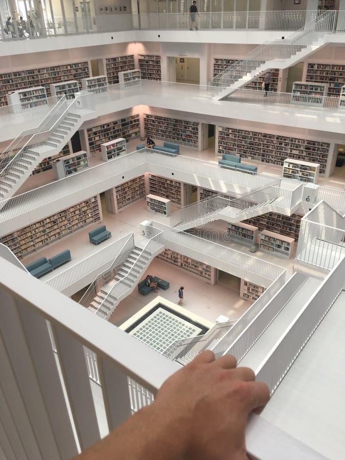 Biblioteca de Estugarda em Mailänder Platz fotos de stock royalty free