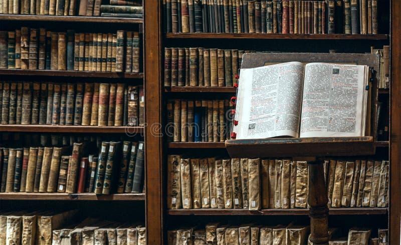 Biblioteca de Ricoleta o mais velho no Peru imagens de stock