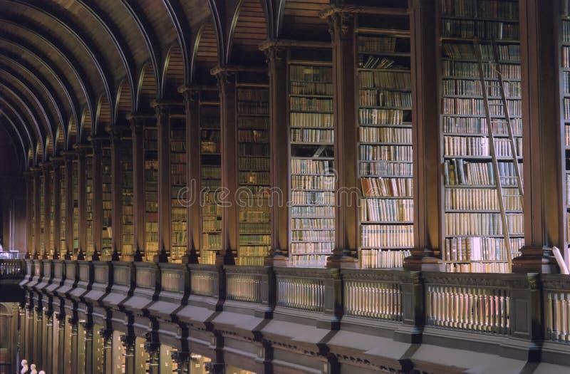 Biblioteca de universidad de la trinidad Dublín imagen de archivo