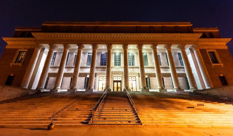 Biblioteca de Widener en la noche imagen de archivo
