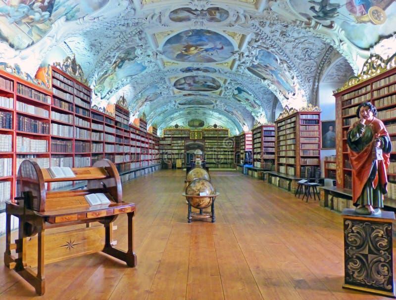 Biblioteca di monastero di Strahov a Praga fotografia stock libera da diritti