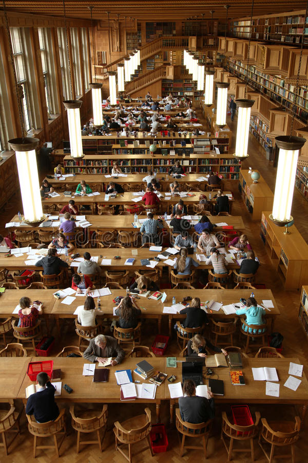 Biblioteca do estudante imagem de stock royalty free