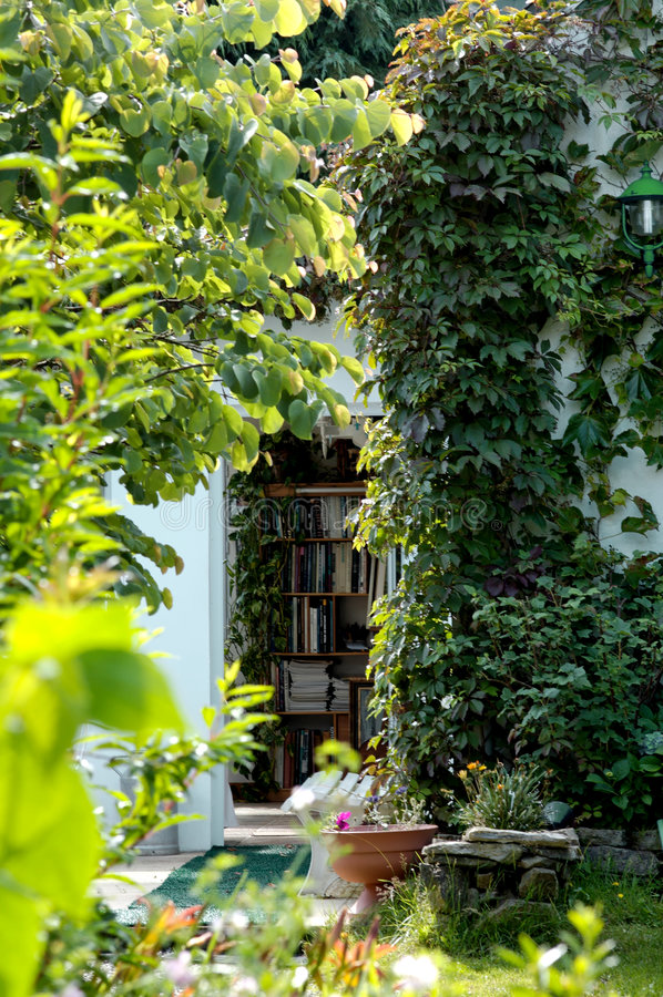 A biblioteca do jardim fotografia de stock