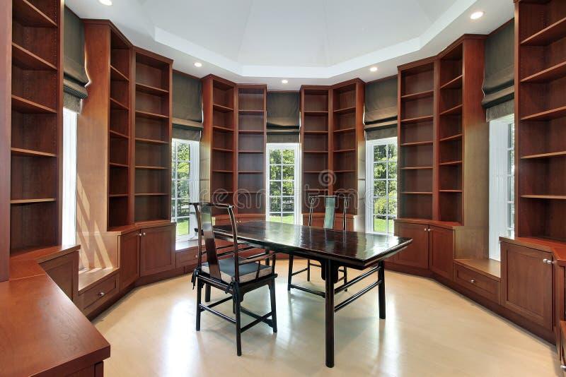 Biblioteca en hogar de la nueva construcción imagen de archivo libre de regalías
