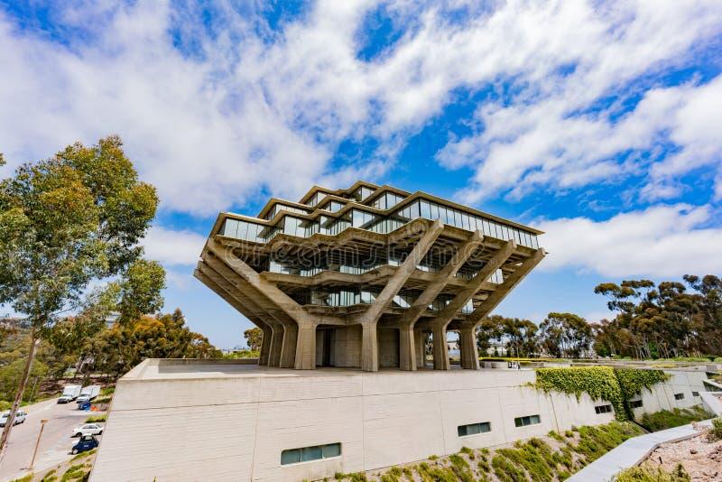 A biblioteca famosa de Geisel de Universtiy de Califórnia San Diego fotografia de stock royalty free