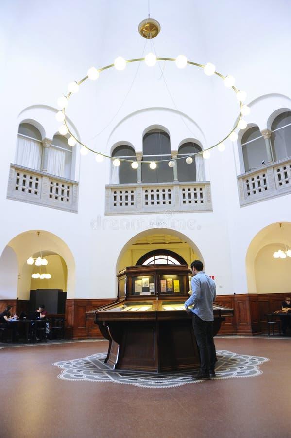 Biblioteca interior en Dinamarca foto de archivo libre de regalías