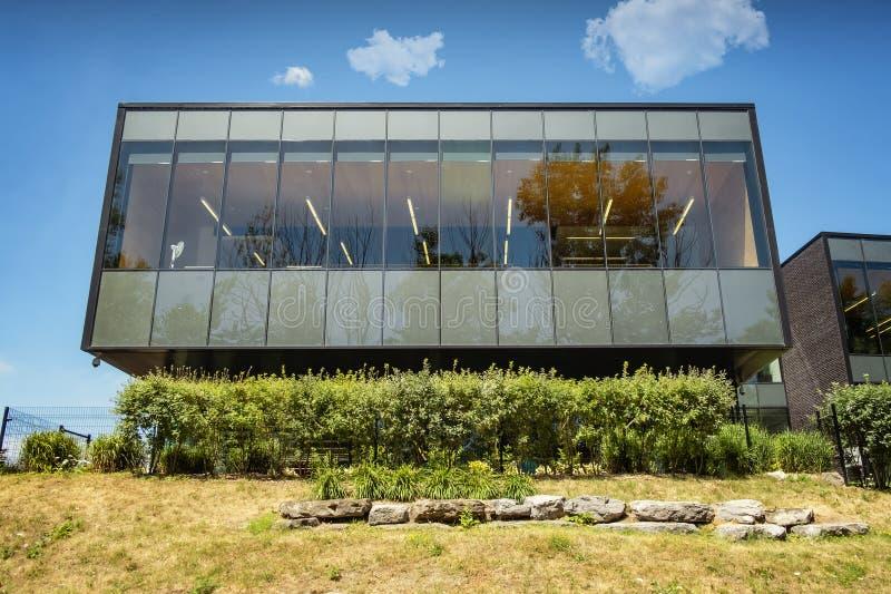 Biblioteca moderna da arquitetura de Saint-Eustache imagem de stock