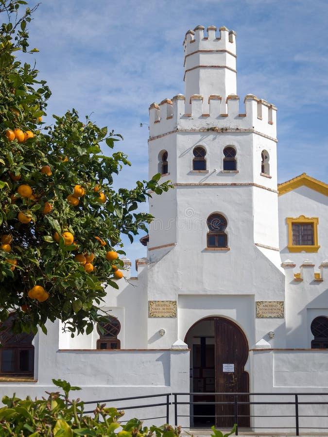 Biblioteca municipal en Tarifa - Andalucía, España imágenes de archivo libres de regalías