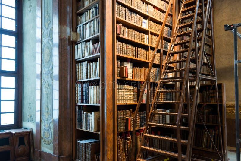 Biblioteca nacional austríaca de visita em Viena, capita de Austria's fotografia de stock royalty free