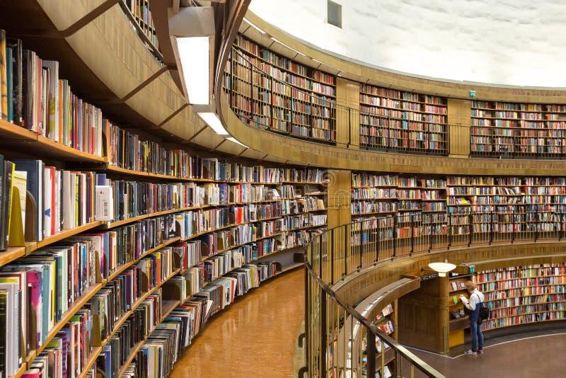 Biblioteca pública de Éstocolmo, Suécia fotografia de stock royalty free