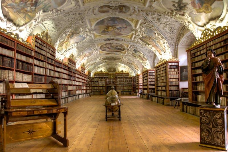 Biblioteca teológica foto de archivo