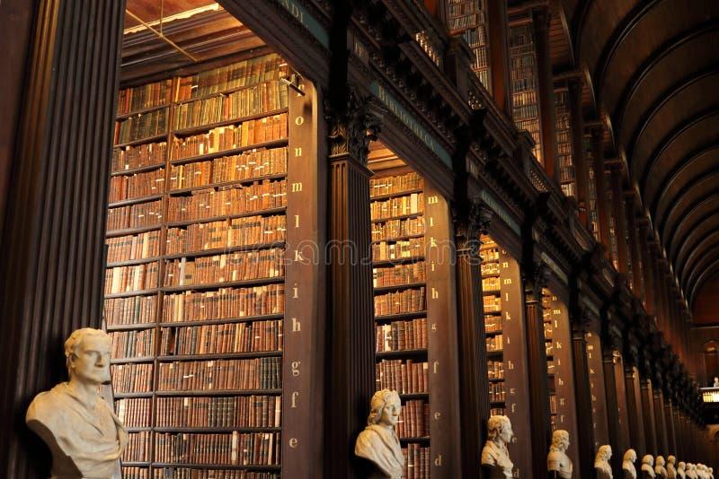 Biblioteca vieja en Trinity College, Dublín imágenes de archivo libres de regalías