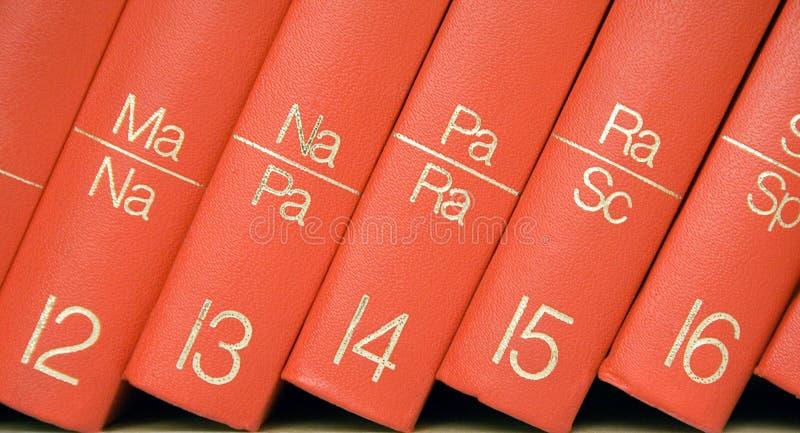 biblioteczki encyklopedii blisko widok zdjęcie royalty free