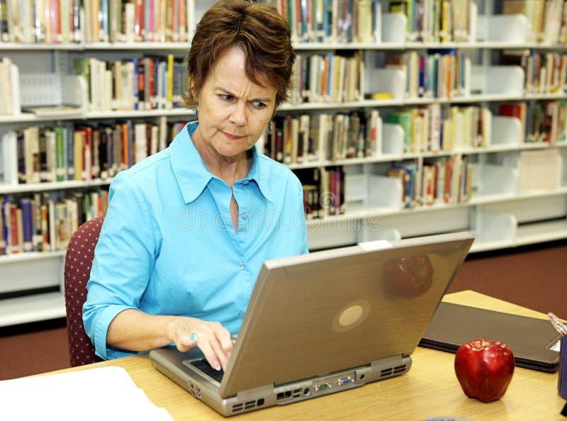 Bibliothèque d'école - contrariée image libre de droits