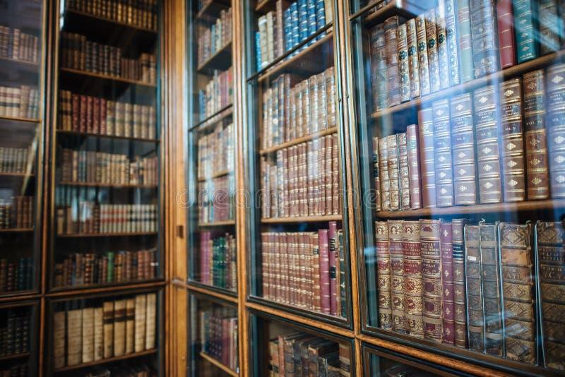 Bibliothèque dans le musée britannique images libres de droits