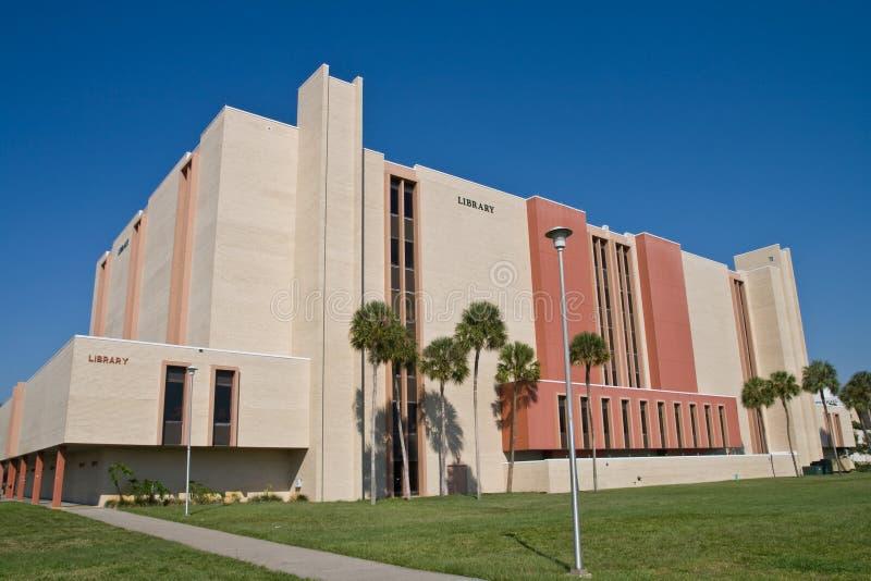 Bibliothèque de campus images libres de droits