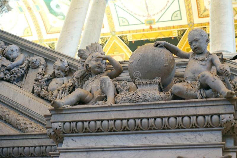 Bibliothèque du Congrès - sculptures en escalier grand images stock