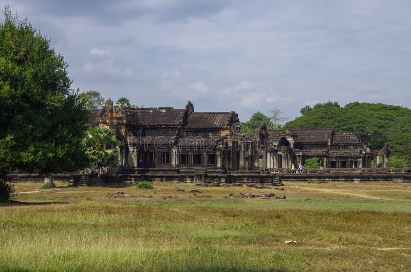 Bibliothèque du sud et du nord d'Angkor Vat - temple de Khmer dans Siem Rea images stock
