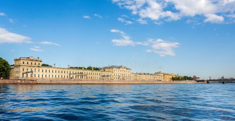 Bibliothèque fondamentale d'université polytechnique de St Petersbourg de la rivière Neva à St Petersburg photographie stock