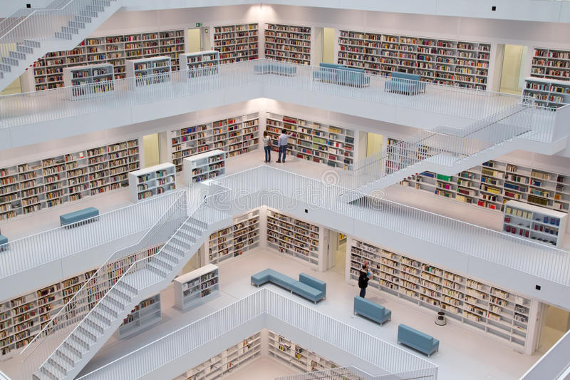 Bibliothèque moderne photo stock