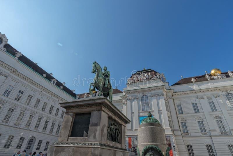 Bibliothèque nationale autrichienne avec le monument à l'empereur Joseph II l'Autriche en septembre 2017 image stock