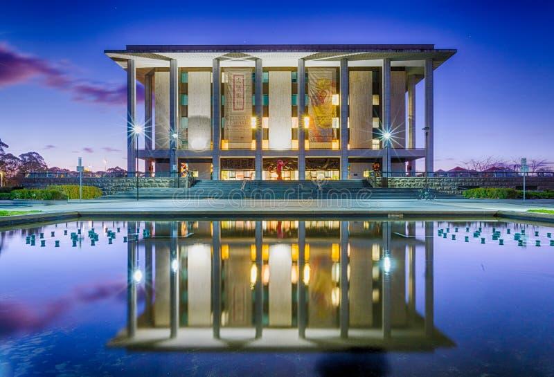 Bibliothèque nationale de l'Australie, Canberra - au crépuscule photo libre de droits