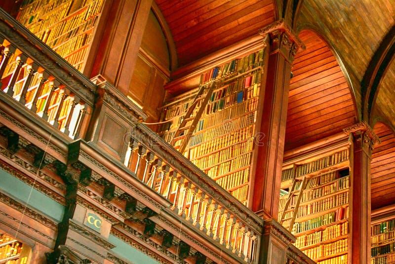 Download Bibliothèque Universitaire De Trinité, Dublin, Irlande Photographie éditorial - Image du institut, hall: 76089187