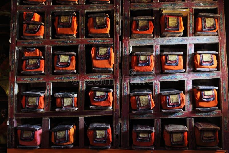 Bibliotheek in Boeddhistisch klooster stock fotografie