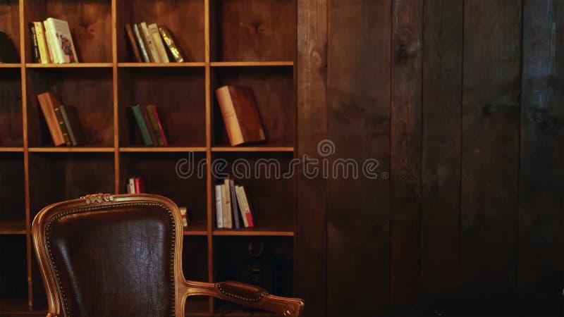 Bibliotheek, Boekenrekken, librarytek, onderwijs, lezing, exemplaarruimte stock foto's