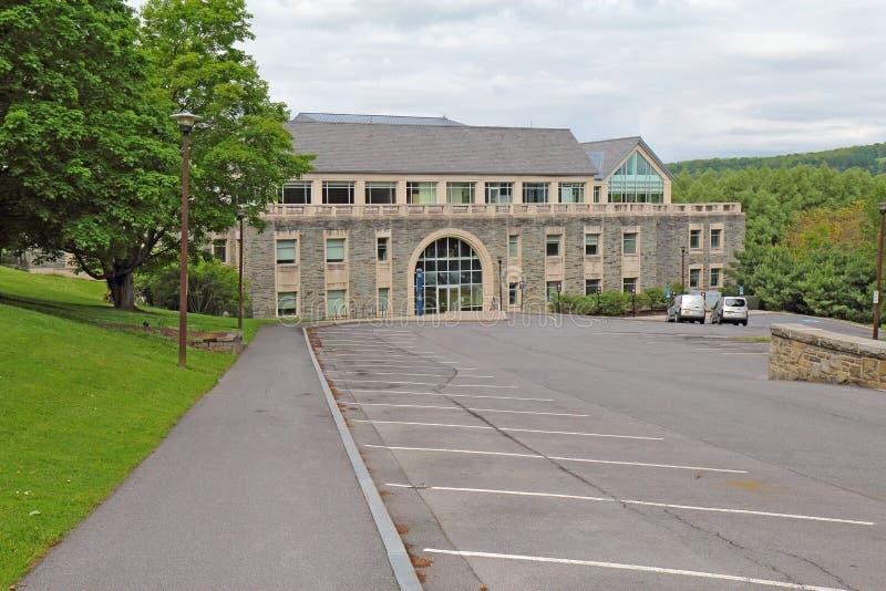 Bibliotheek geval-Geyer die op de campus van Colgate-Universiteit voortbouwen royalty-vrije stock afbeelding
