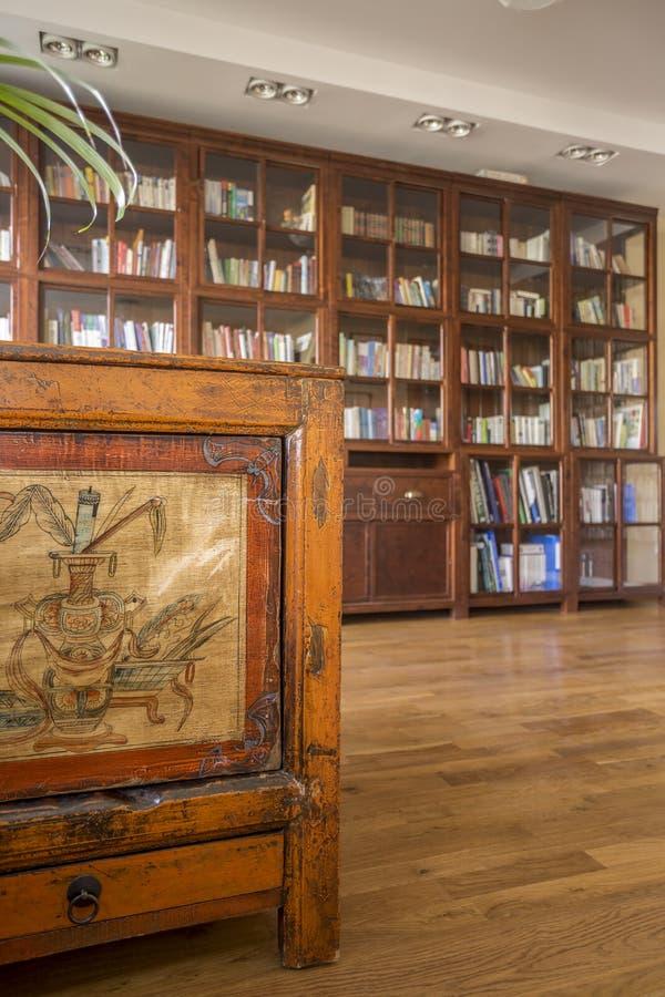 Bibliotheek in koloniale stijl stock afbeelding