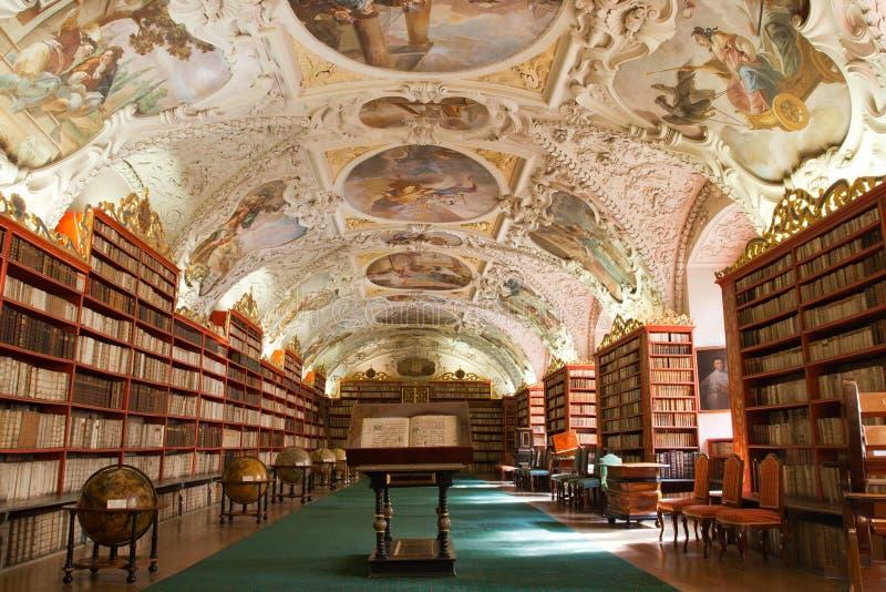 Bibliotheek, Oude boeken in klooster Stragov royalty-vrije stock afbeeldingen