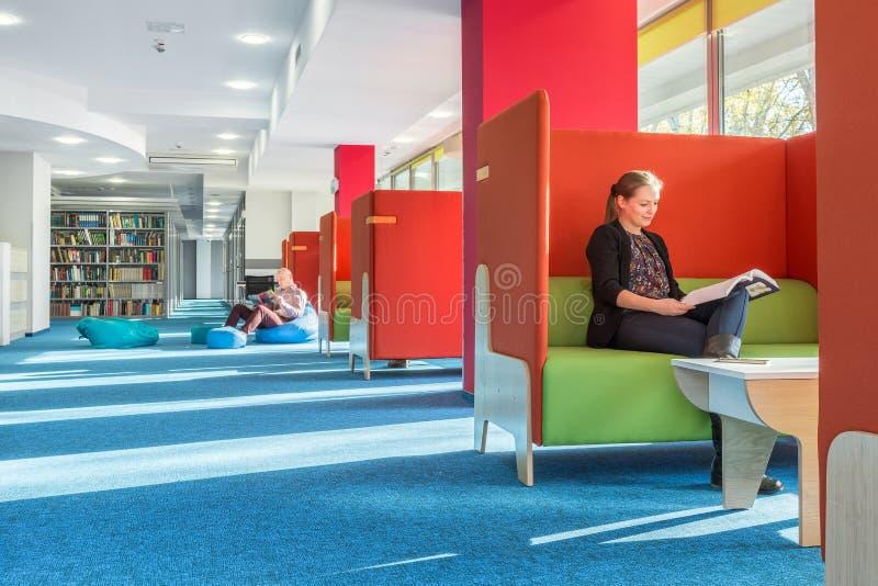 Bibliothek mit einzelnem Studiengebiet lizenzfreies stockfoto