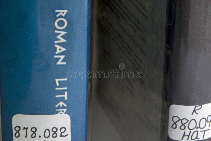 Bibliotheksbücher mit Dewey-dezimalen Zahlen. stockfotografie
