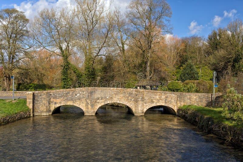 Bibury bro, Gloucestershire, England fotografering för bildbyråer