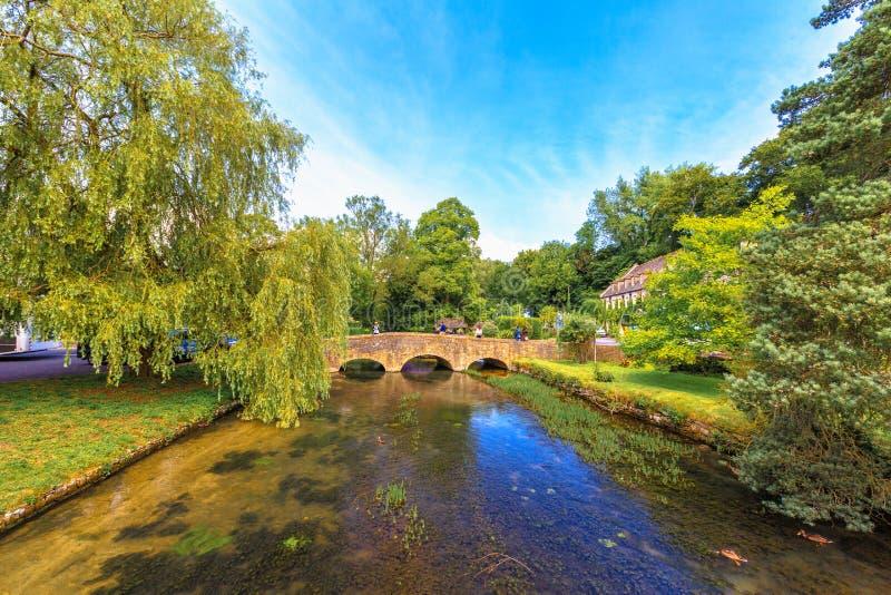 Bibury by, England royaltyfri foto