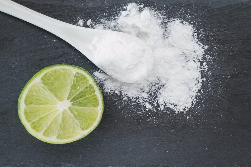 Bicarbonate de soude et citron photos libres de droits
