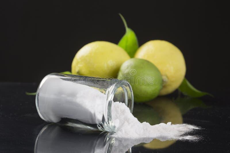 Bicarbonato di sodio del bicarbonato di sodio medicinale ed usi della famiglia fotografia stock