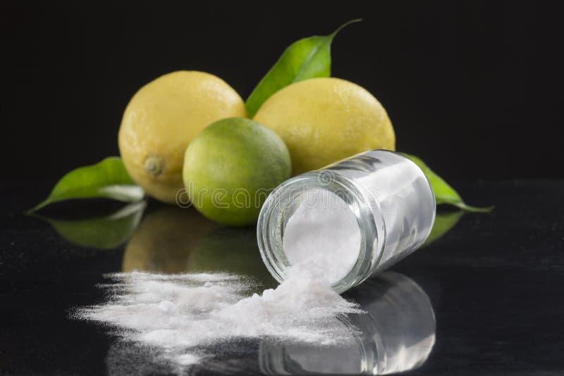 Bicarbonato di sodio del bicarbonato di sodio medicinale ed usi della famiglia fotografie stock libere da diritti