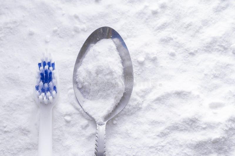 Bicarbonato di sodio e spazzola immagine stock libera da diritti
