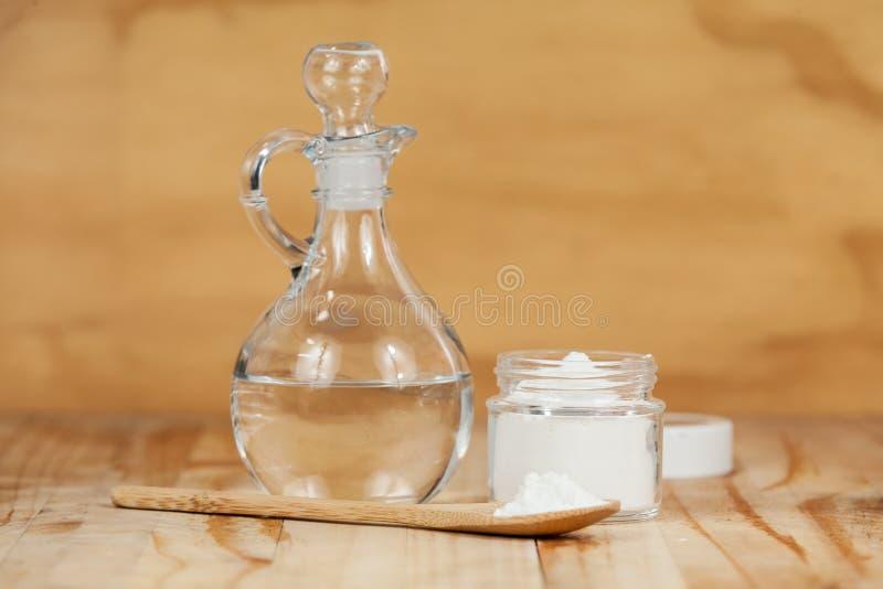 Bicarbonato di sodio - bicarbonato ed aceto di sodio fotografia stock