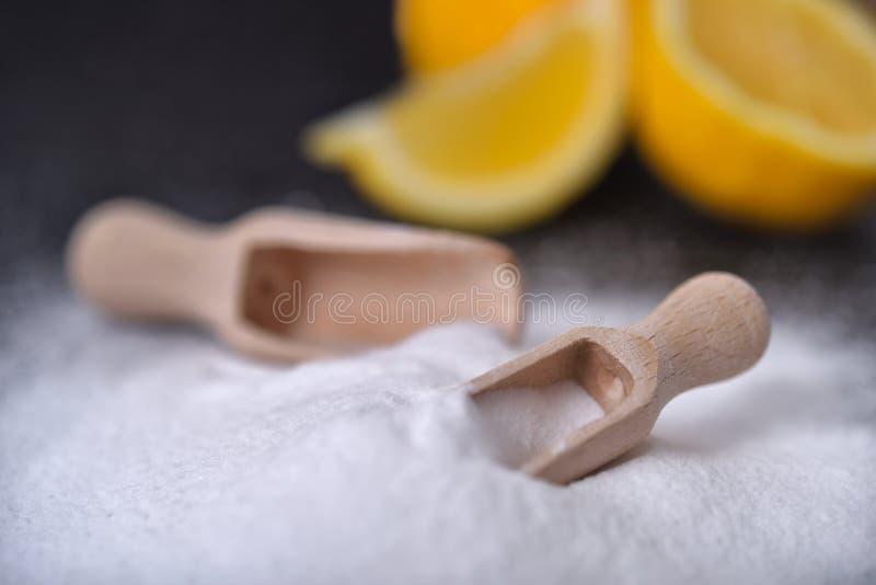 Bicarbonato e limone di sodio del bicarbonato di sodio fotografia stock