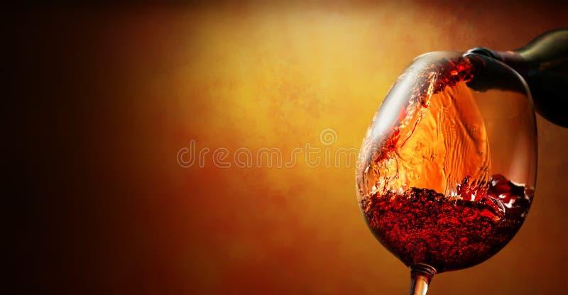Bicchiere di vino con vino fotografie stock libere da diritti