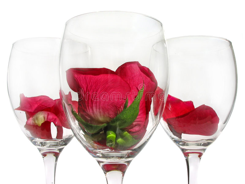 Bicchiere di vino con il fiore di rosa fotografie stock libere da diritti