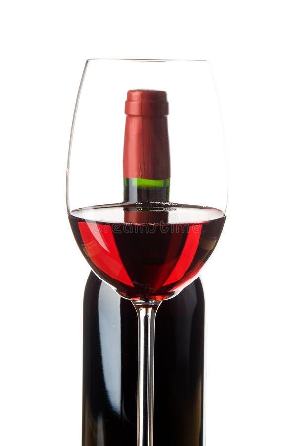 Bicchiere di vino con la bottiglia immagini stock