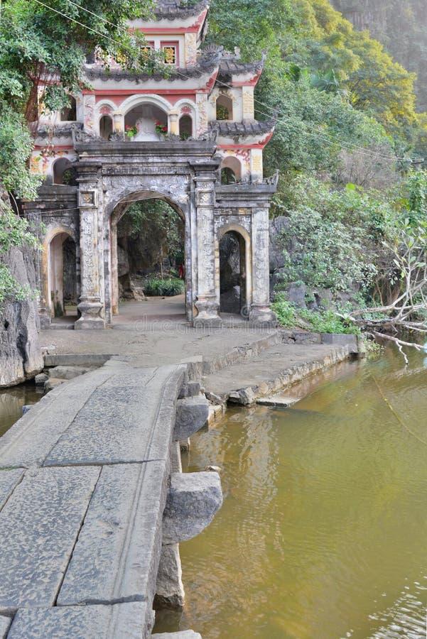 Bich Dong jamy świątynna brama Ninh Binh Wietnam zdjęcie stock