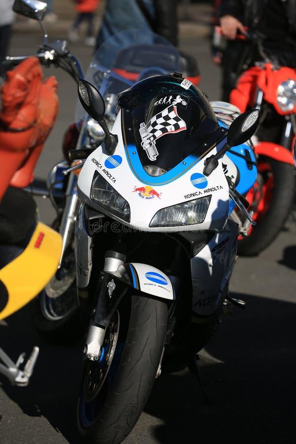 Bici bianca e blu di sport Front View fotografia stock libera da diritti