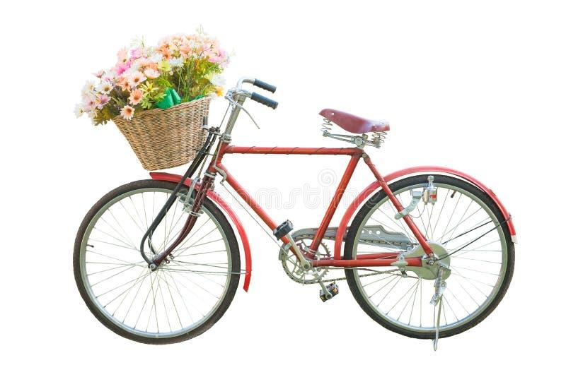 Bici clásica roja con la flor en aislante de la cesta fotografía de archivo