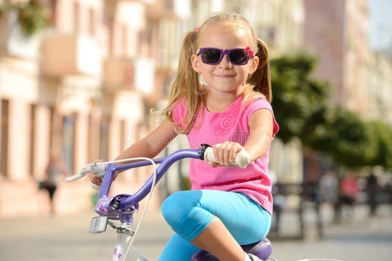 Download Bici de la calle foto de archivo. Imagen de poco, actividad - 44852220